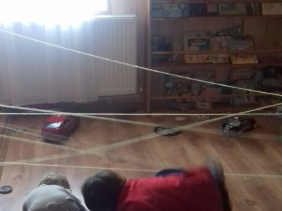10 Idei de activități indoor pentru copii