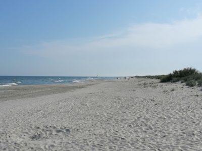 Cu rulota off-camping pe plaja din Vadu. Ce trebuie să știi?